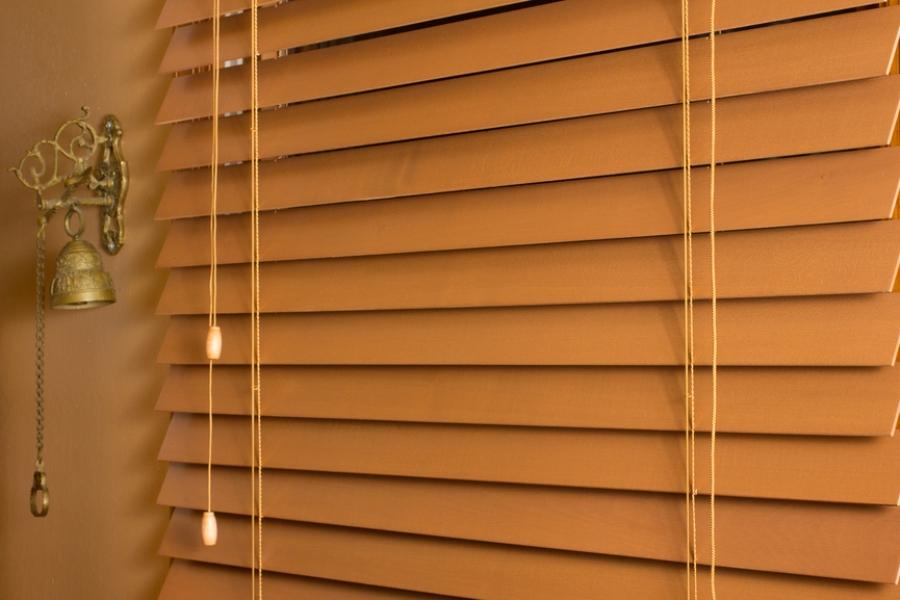 жалюзи на деревянные окна