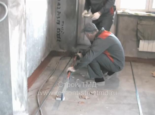 Как сделать стяжку пола в доме. Видео
