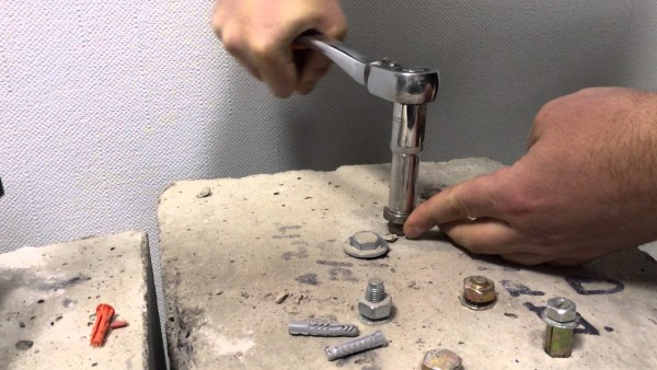 Как вкрутить саморез в бетон
