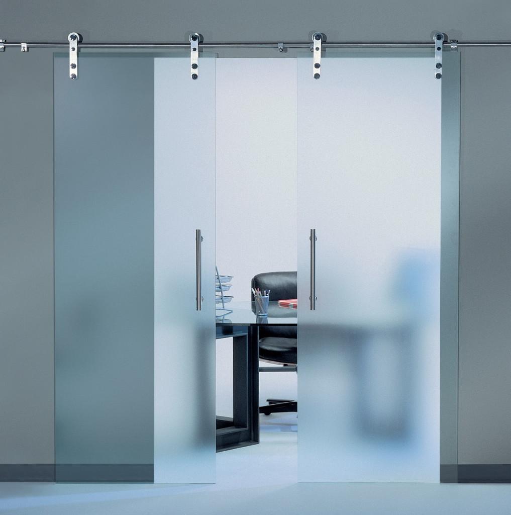 Стеклянные двери в частном доме: критерии выбора